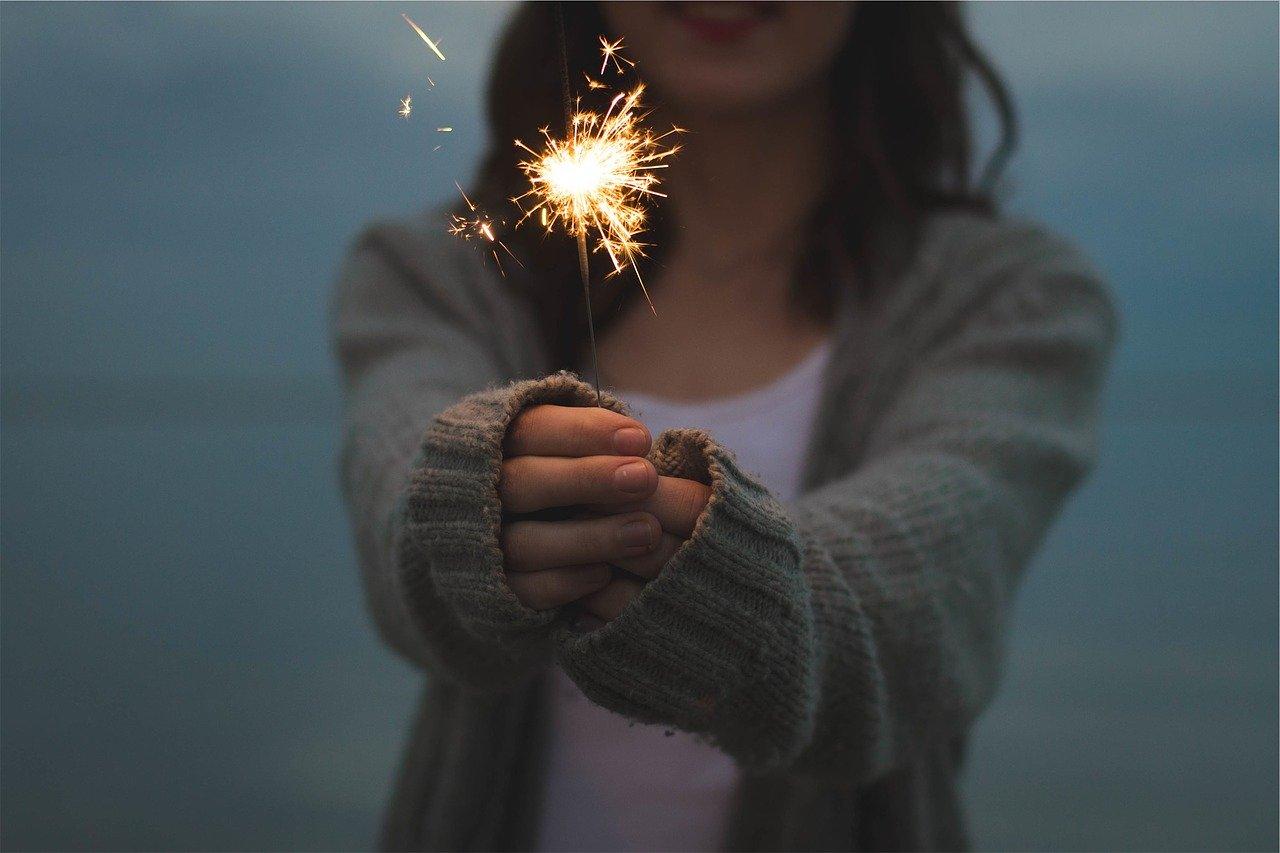 sparkler, holding, hands